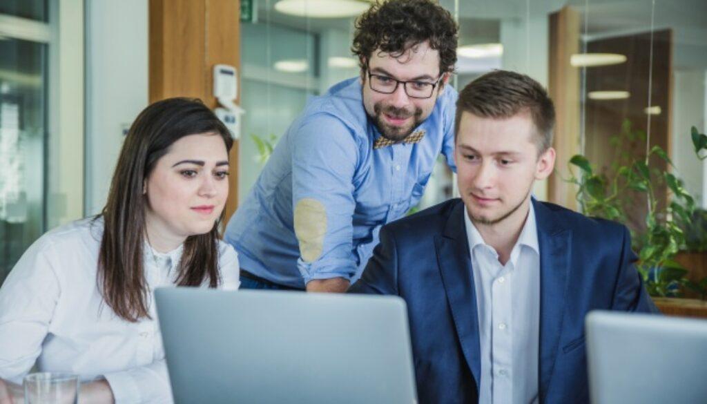 Os colaboradores são os principais responsáveis pelo sucesso da sua empresa. Sem uma equipe comprometida com resultados, as empresas não conseguem a produção necessária, acompanhar as demandas do mercado e, consequentemente, aumentar a lucratividade.